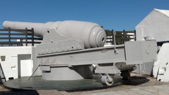 Gibraltar 100 Ton Gun